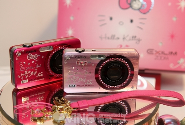 Hello Kitty 12.1 meowgapixel camera